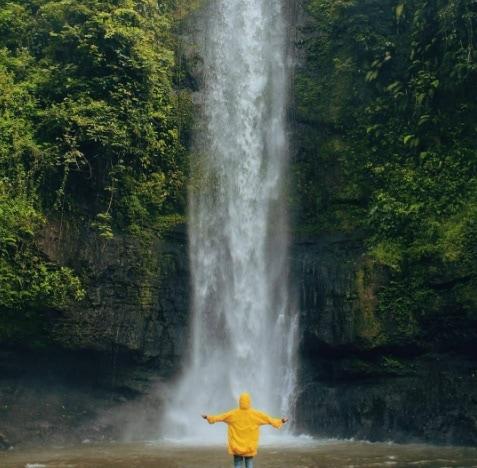 Ada Yang Meminta Tumbal, Ini 5 Daftar Wisata Air Terjun Di Indonesia Yang Terkenal Horor